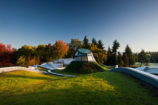 VanDusen-Botanical_Garden-Visitor_Centre-05-green-roof