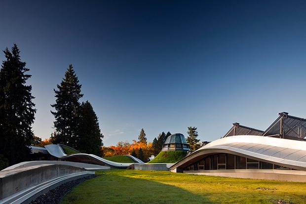 VanDusen-Botanical_Garden-Visitor_Centre-07-green-roof