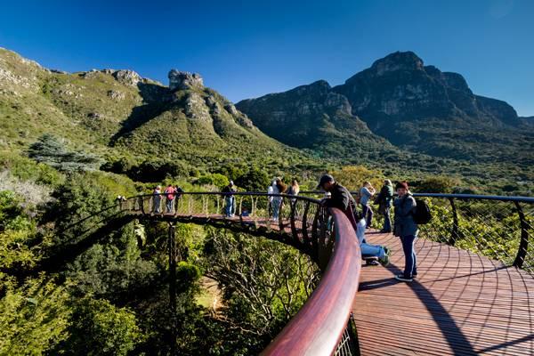 گردشگاه مارپیچی در دل طبیعت به عنوان یک نظرگاه دیدی وسیع را در اختیار ناظر قرار می دهد.