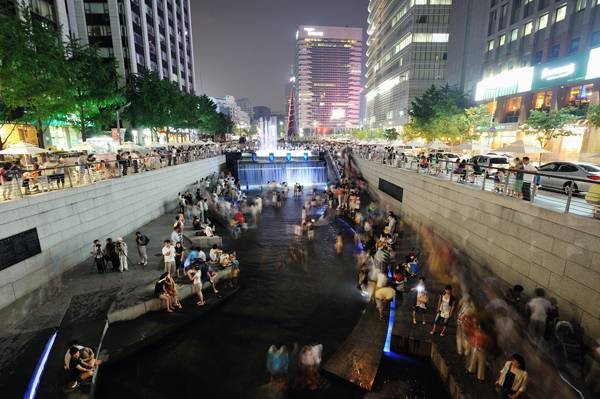 تغییر کانال آب از بستر آلوده به فضایی امن برای پیاده