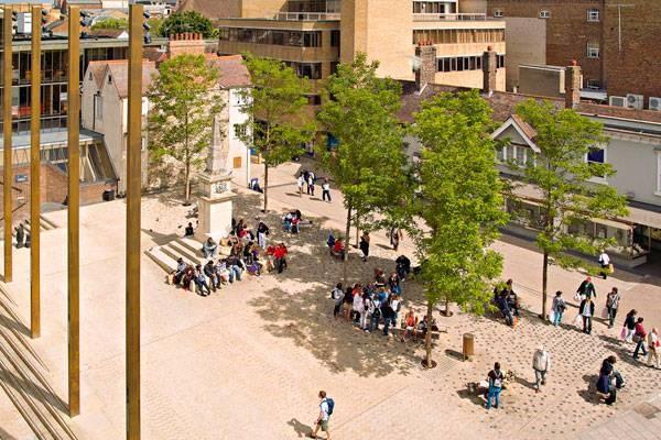 میدان بن آکسفورد، ارتباط دهنده گذشته و حال
