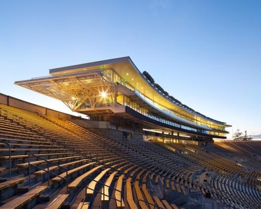 مرکز آموزش سیمپسون و ورزشگاه یادبود در کالیفرنیا