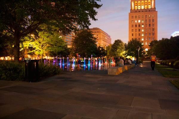 باغ شهری بهترين جاذبه خيابان لوئيس