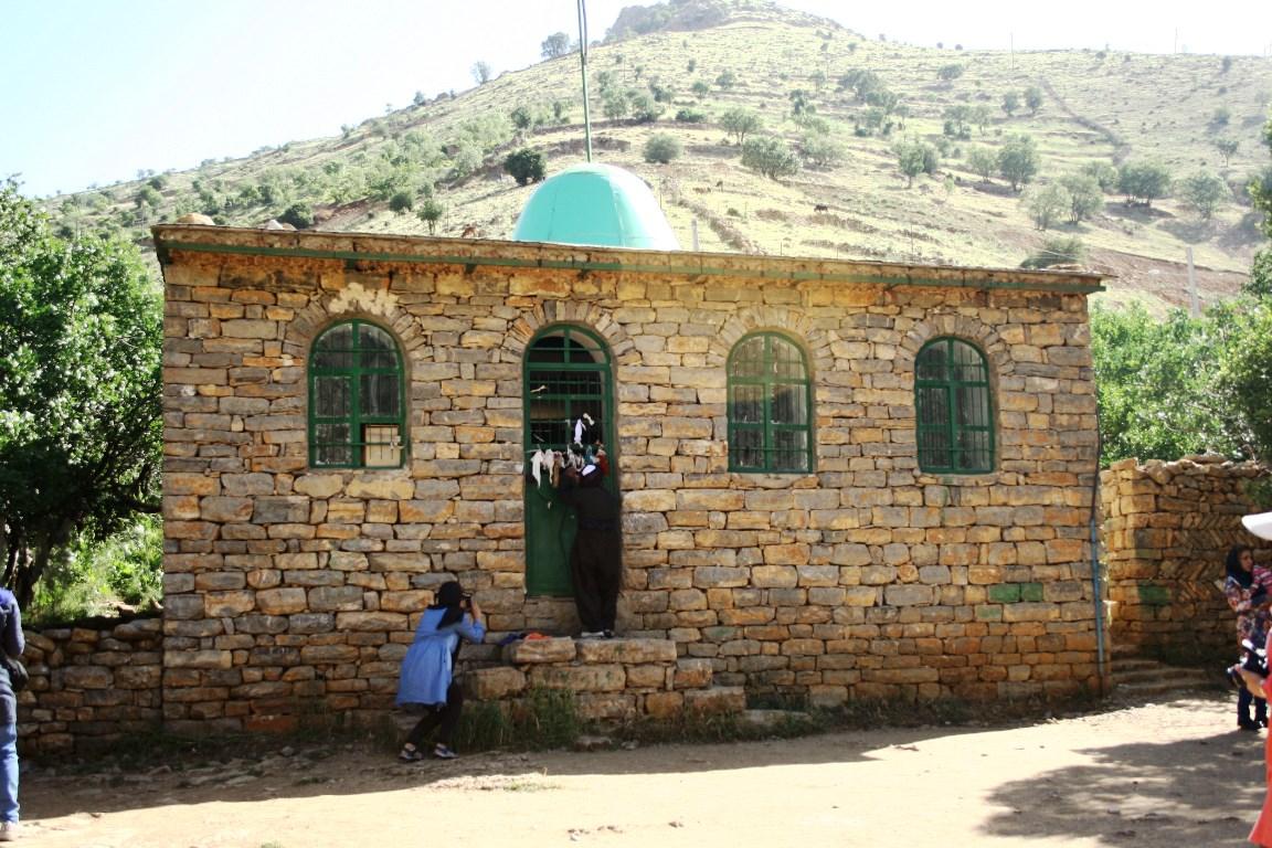 منظر آیینی در مقبره پیر شالیار
