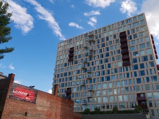 آپارتمانهای شرکت معماری هولست به درستی در کنار نوسازی کارخانه اسلحه سازی یا بلوکهای آبجوسازی پورتلند جا گرفته اند.