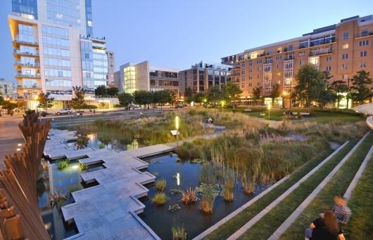 در منطقه مروارید پورتلند، ساختمانهای مدرن و پارکها به خوبی با انواع نیمه سنتی و یا تاریخی همزیستی می کنند.