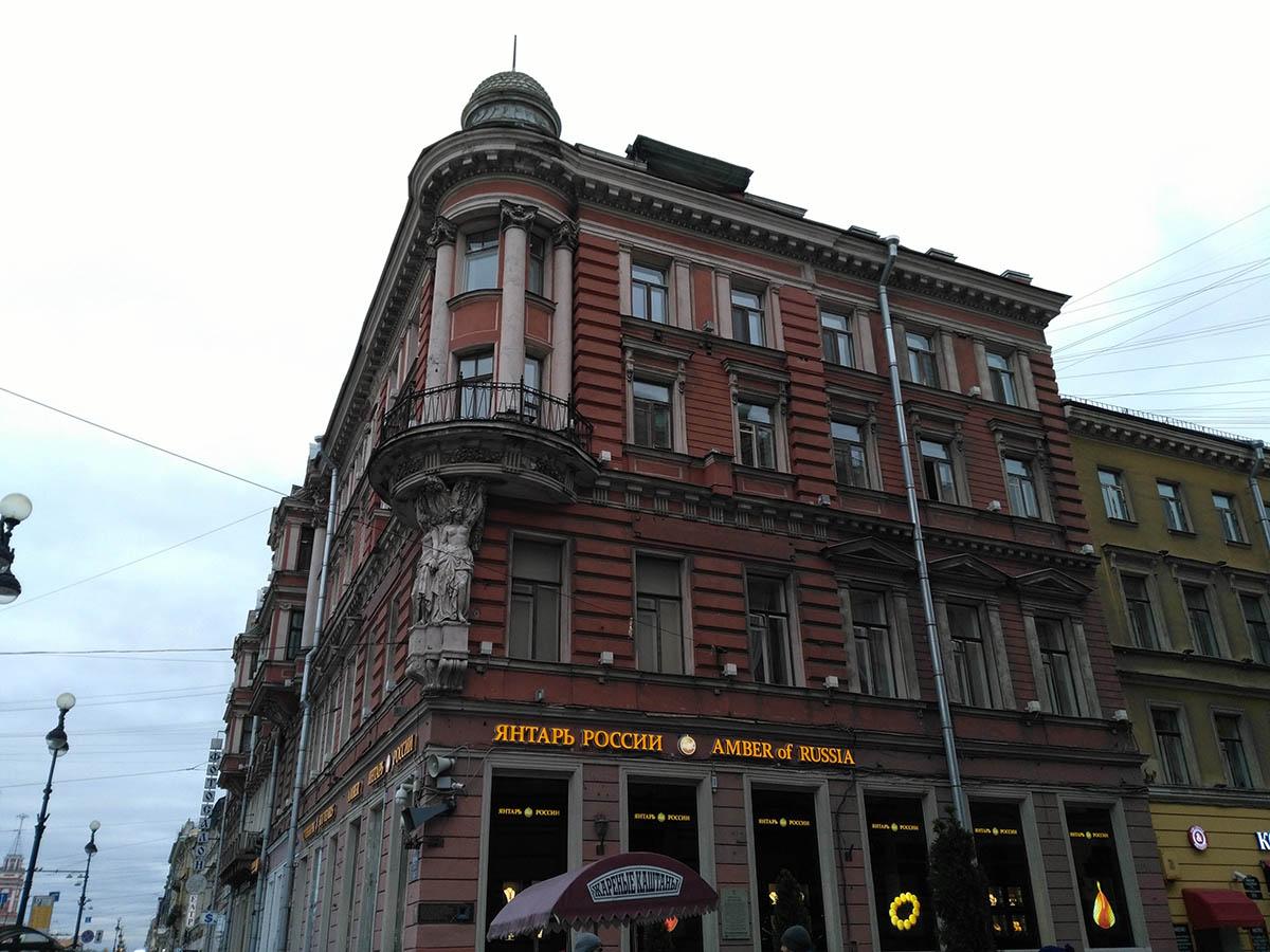 تاثیر نحوه ساماندهی جداره های تجاری بر بافت تاریخی سن پترزبورگ