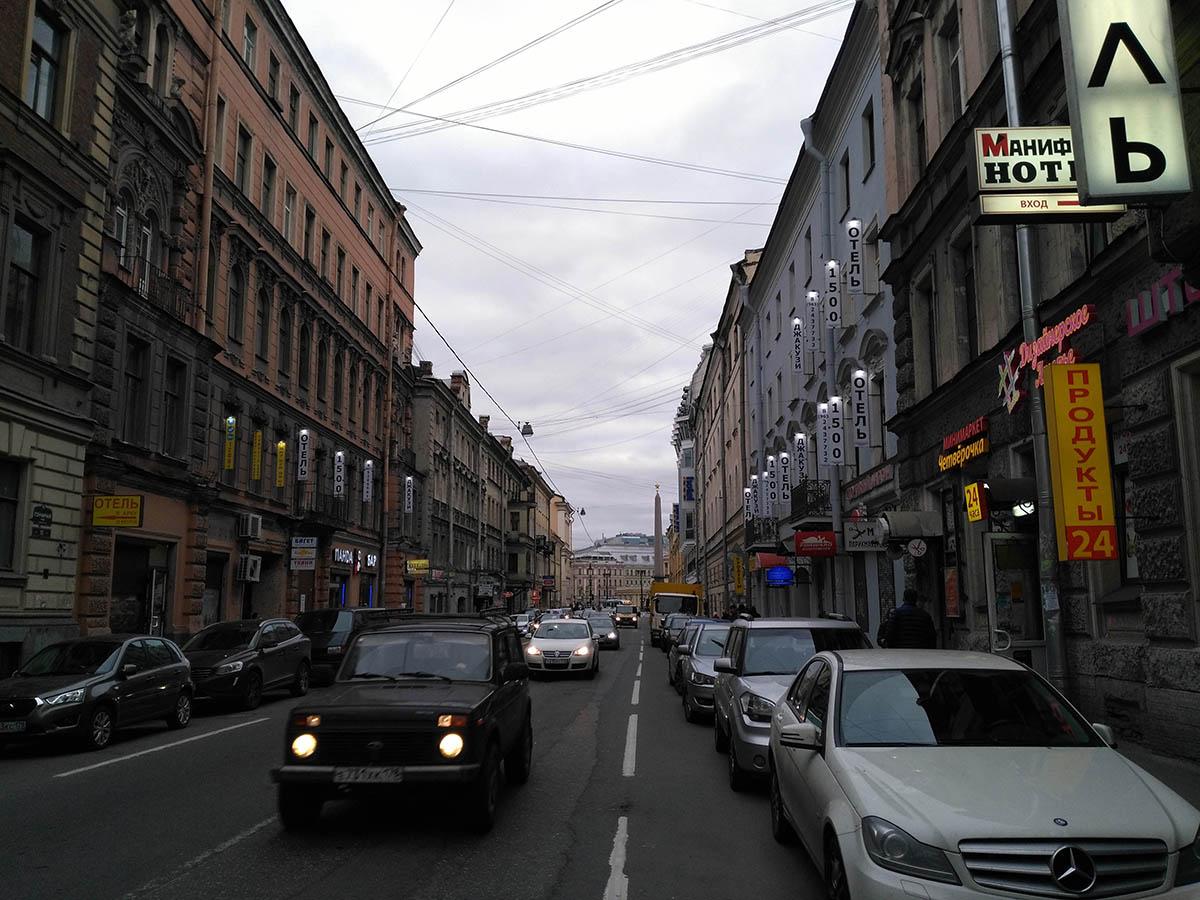 نحوه ساماندهی جداره های تجاری و تاثیر آن بر بافت تاریخی سن پترزبورگ
