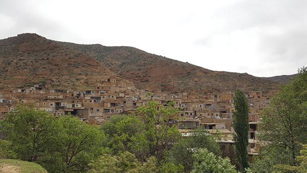 بررسی پتانسیلهای توسعه اکوتوریسم در روستای فارسیان