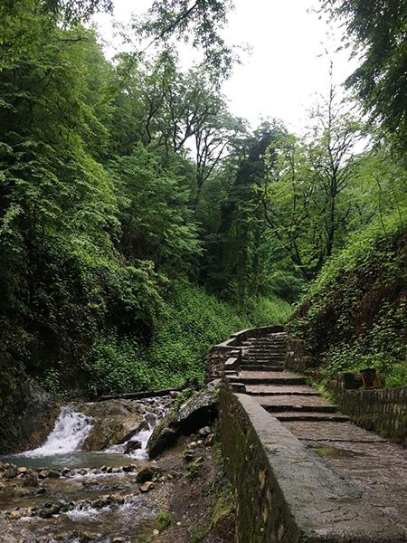 بررسی ویژگیهای مسیر آبشار کبود وال