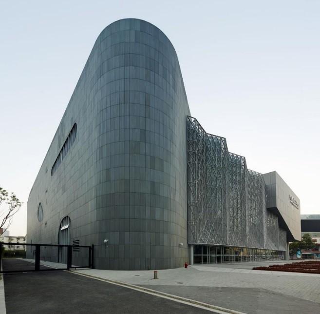 مرکز هنرهای نمایشی هونگ گیائو در شانگهای