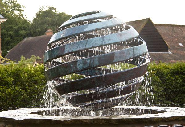 جایلز رینر و مجسمه های آبی مفهومی