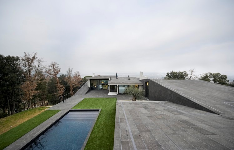 طراحی خانه مسکونی با استفاده از ورقه های موجی شکل